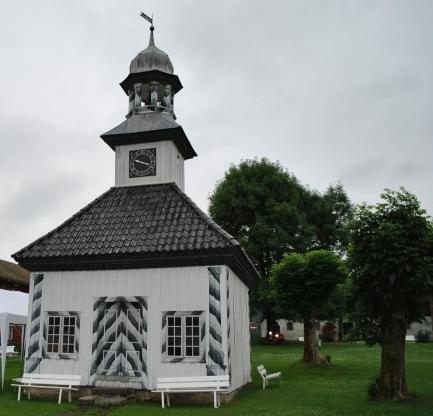 På vakre Fossesholm herregård er flere bygninger malt med WIBO linoljemaling
