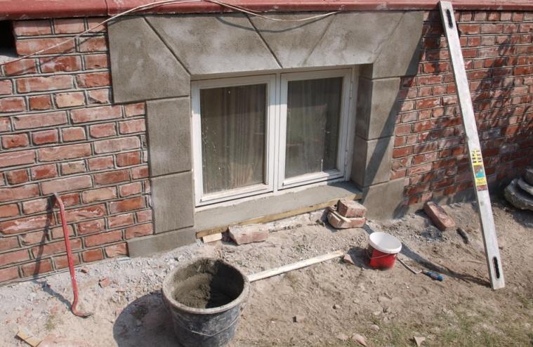 Omramming rundt vinduer gammel mur