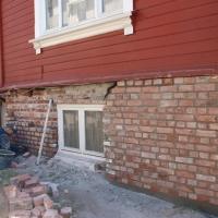 """Rensing av teglsteinsmur og """"pølsefuging"""" Villa Bergfall"""