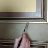 Bibliotekrom del 5 – gjenbruksdører, malingsfjerning, maling og detaljer